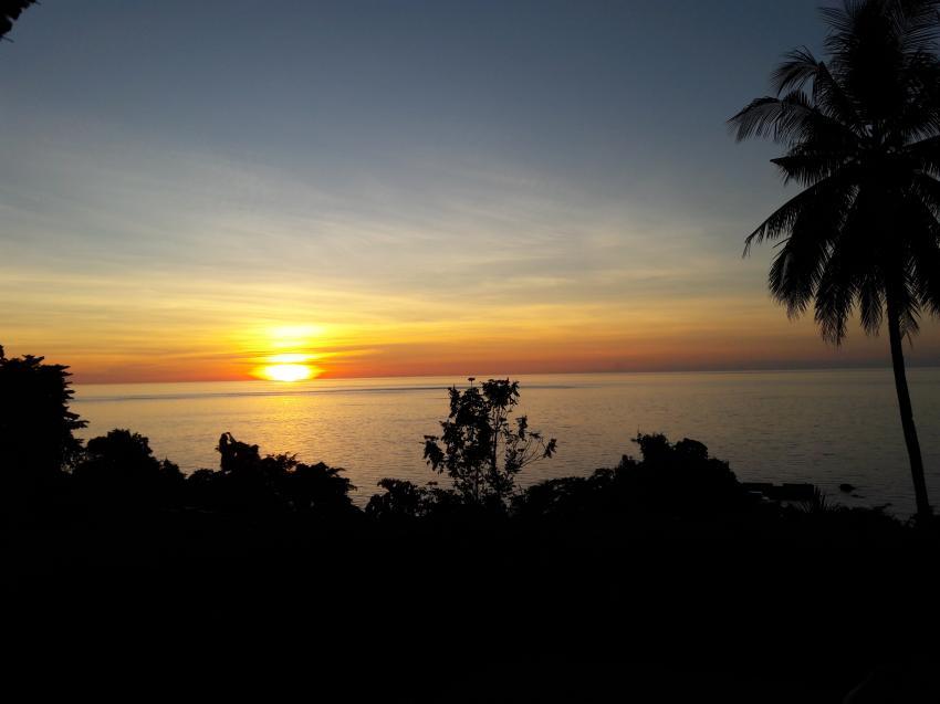 täglicher Sonnenuntergang vom Resort, Lumbalumba Diving Resort, Manado, Sulawesi, Indonesien, Sulawesi