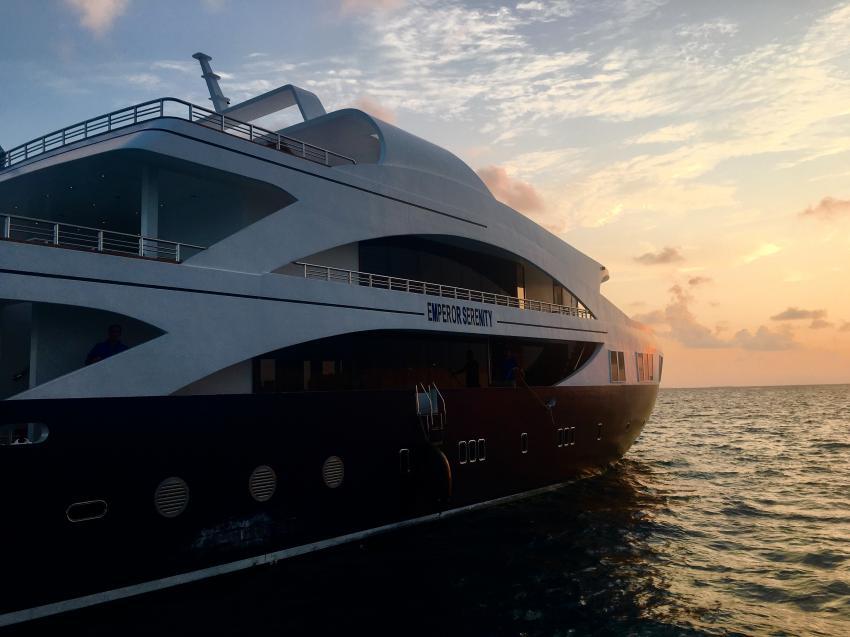 Emperor Serenity am Abend, Emperor Serenity, Malediven