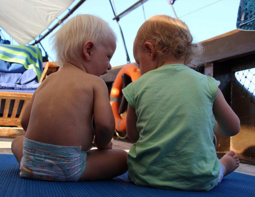 Kinder fühlen sich pudelwohl, Moana Cruising - Liveaboard Komodo, Indonesien