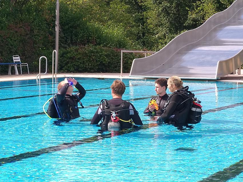 Poolausbildung, Balance-Diving - Tauchen in Mainfranken, Arnstein, Deutschland, Bayern