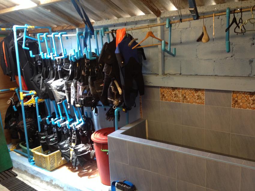 Absolut Diving  - Ausrüstung und Spühlbecken, Absolut Diving, Thailand, Andamanensee