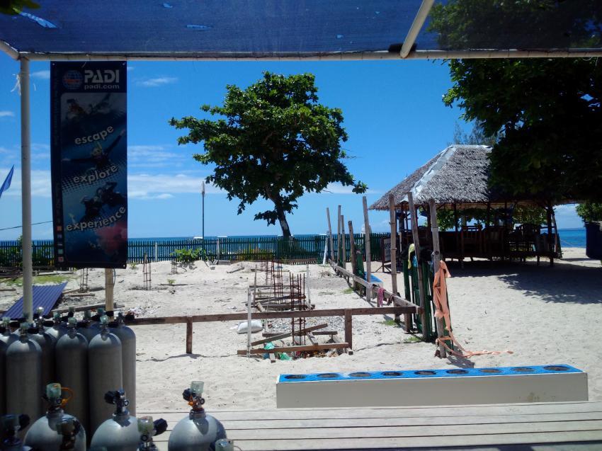 Blick nach außen, Devocean Divers, Malapascua (ehemals Seaquest Divecenter), Philippinen