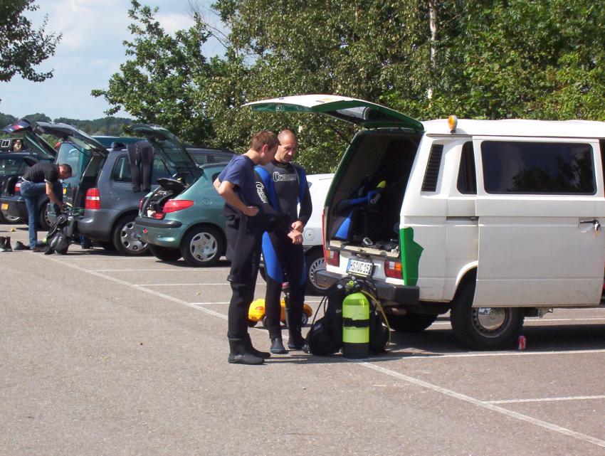 Tauchen im 41er Gebiet, Dive4life Indoor-Tauchcenter,Siegburg,Nordrhein-Westfalen,Deutschland,taucher,bus,aufrödeln,kofferraum,plausch,parkplatz