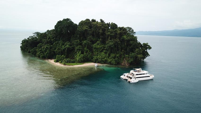 M.V. Oceania, M/V Oceania, Papua-Neuguinea