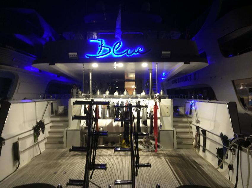 Tauchdeck bei Nacht, M/Y Blue, Ägypten