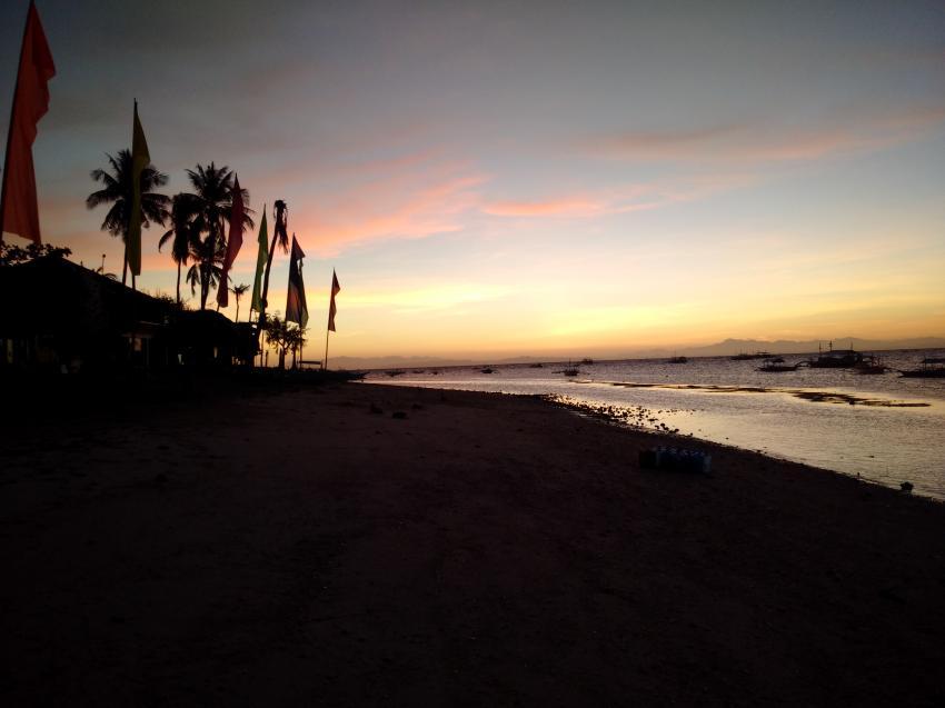 Sonnenaufgang während der Tour zu den Treshersharks, Devocean Divers, Malapascua (ehemals Seaquest Divecenter), Philippinen