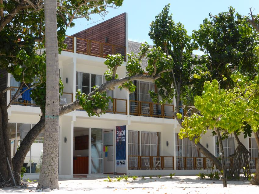 Athiri Beach Basis und Hotel, Medhufushi, Diving Center Werner Lau, Meemu Atoll, Malediven