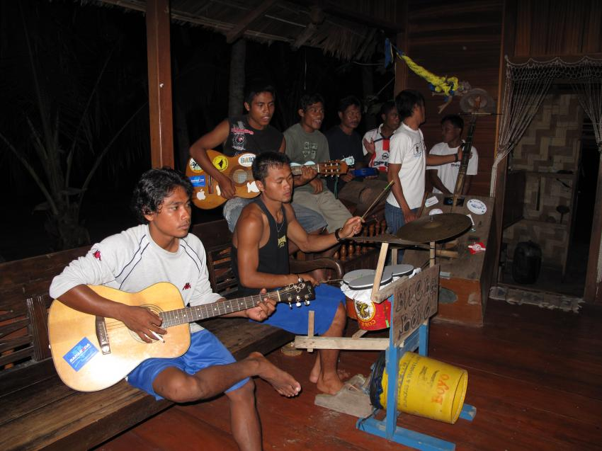 Pulau(= Insel) Sahaung (Bangka Archipel), Pulau Sahaung,Indonesien,Blue Bay Band,Musik,Gitarre