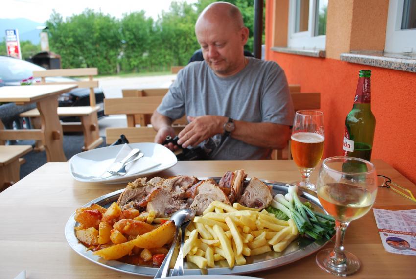Spanferkel, Restoran Šapina, Korenica, Kroatien