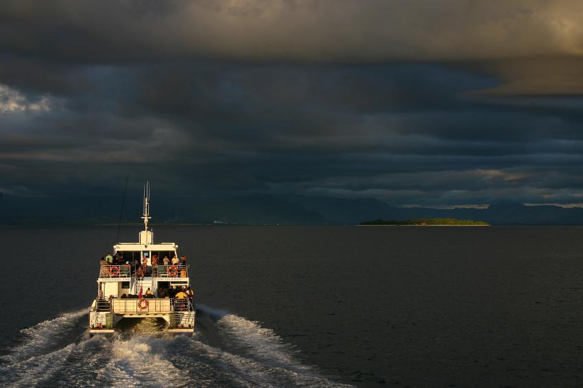 Mamanucas/Bounty Island, Mamanucas/Bounty Island,Fidschi,dunkle Wolken,Tauchboot,Gewitter