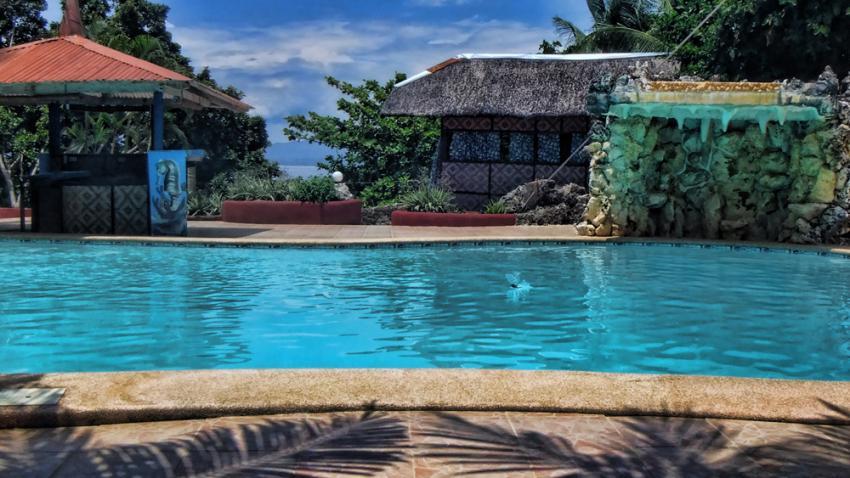 Swimmingpool im Coco White Beach Resort