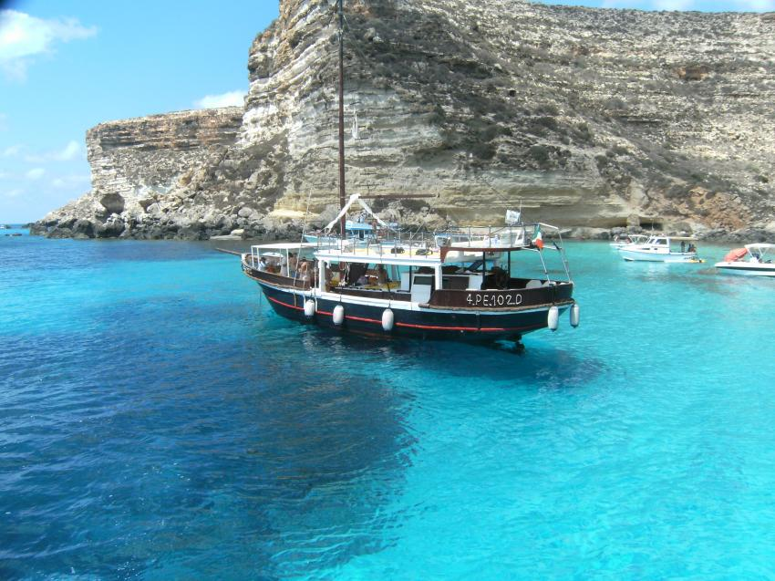 Lampedusa - with Scuba Libre, Lampedusa,Italien,bucht,einsam,ankern,pause,tauchboot