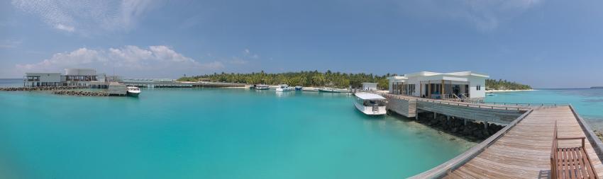 "Dive Center (rechts), Marina (mitte), ""Lonu"" (links), Dive Butler, Amilla Fushi, Malediven"