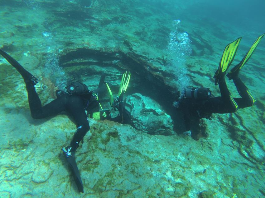 Mal schauen, was sich in dieser Höhle verbirgt!, Scubanana, Radazul, Teneriffa, Kanarische Insels, Scubanana Dive Center, Teneriffa, Spanien, Kanaren (Kanarische Inseln)