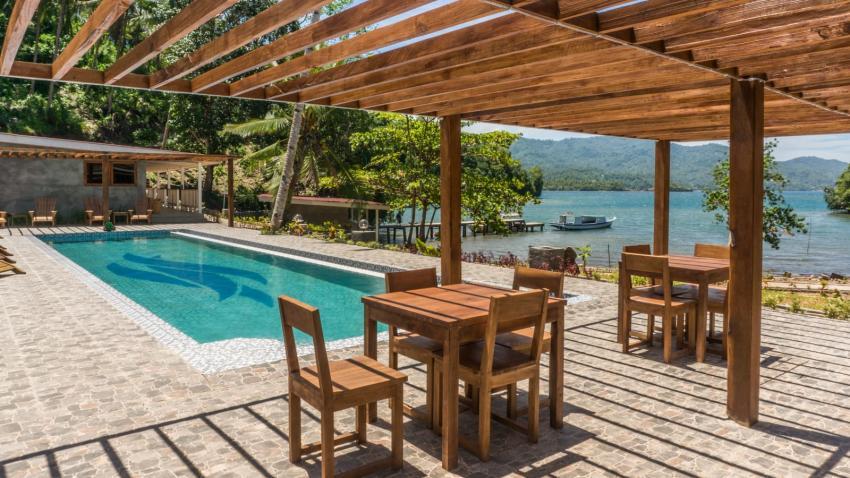 Terrasse und Schwimmbad Lembeh, Thalassa Dive Resorts Indonesia, Indonesien, Sulawesi
