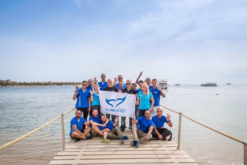 Scuba World Divers Team Makadi Bay-Auf dem Steg, Tauchen in der Makadi Bay, Scuba World Divers Makadi Bay, Ägypten, Hurghada