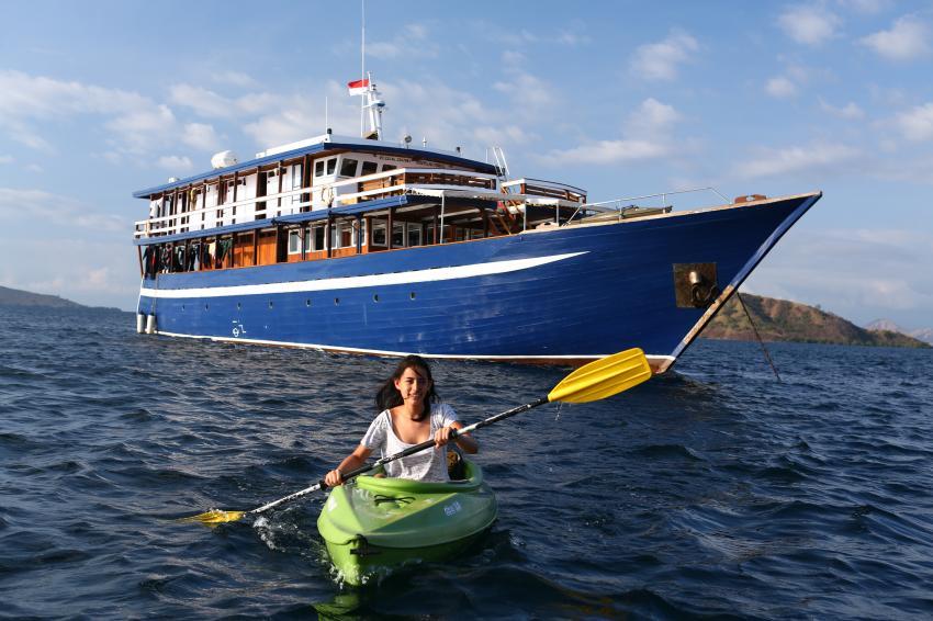 kayaking on MV Ambai, kayaking on MV Ambai, MV Ambai, Indonesien, Allgemein