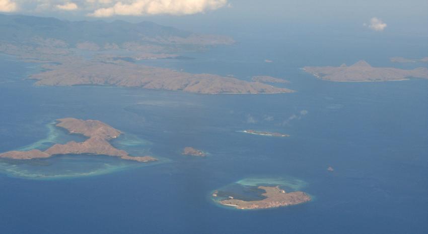 Blick auf die Inseln Siaba Besar, Tatawa Besar  und Rinca im Hintergrund