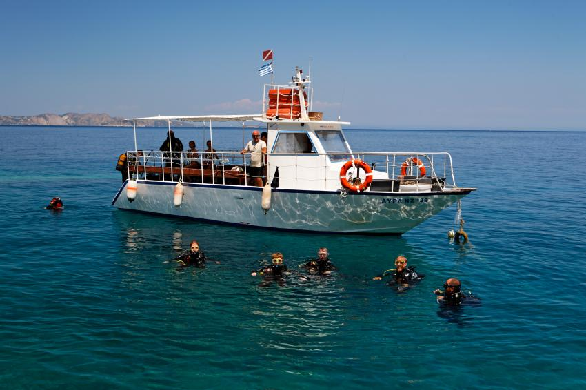 Nero Sport Diving Center, Zakynthos, Griechenland, tauchboot, taucher, einstieg