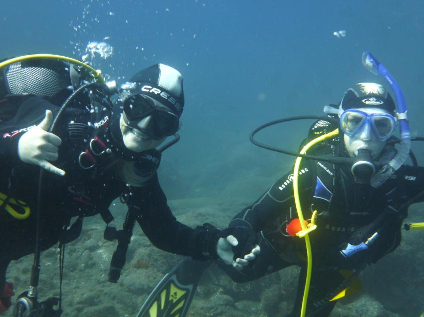 Marion (links) als UW-Model, Diveria Diving Center, Alcala Teneriffa, Spanien, Kanarische Inseln